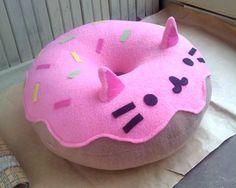 little pusheen cat pillow. pusheen is a donut Kawaii Diy, Kawaii Room, Kawaii Cute, Kawaii Crafts, Cute Crafts, Diy And Crafts, Kids Crafts, Handmade Pillows, Diy Pillows