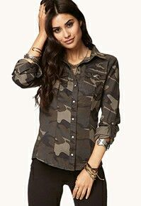 Camo top with black skinny jeans