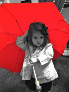The red umbrella and little girl