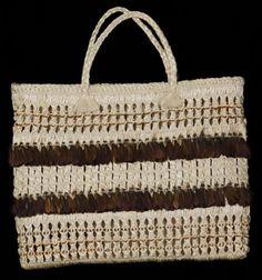 Name/Title Kete Muka / Flax Basket Pheasant feathers - (Maniapoto) Primary Maker Hetet, Rangimarie New Zealand Flax, Maori Patterns, Flax Weaving, Flax Fiber, Maori Designs, Natural Man, Maori Art, Pheasant Feathers, Purses And Bags