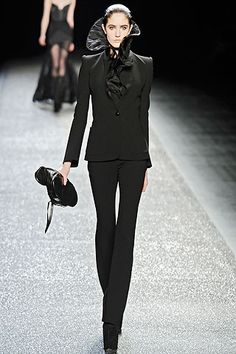 Nina Ricci Fall 2009 Ready-to-Wear Collection Slideshow on Style.com