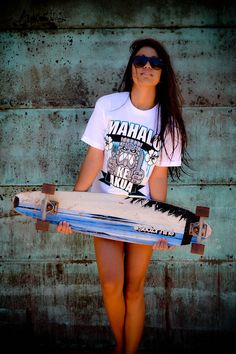 Surf and Skate Girls Skate, Surf Girls, Vans Girls, Skates, Model Beach, Skate Style, Skateboard Girl, Estilo Fashion, Dress For Success