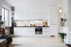 white kitchen marble tiles