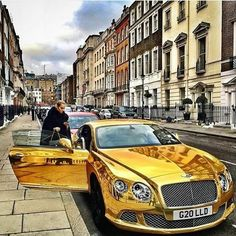 All gold Bentley Continental Bentley Car, Luxury Lifestyle Women, Rich Lifestyle, Lifestyle News, Bentley Continental, 3008 Peugeot, Peugeot 206, Supercars, Cars