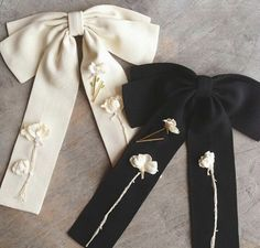 Black or white?flowers added to bows Embroidery On Clothes, Embroidery Fashion, Ribbon Embroidery, Look Fashion, Diy Fashion, Womens Fashion, Fashion Design, Diy Hair Accessories, Fashion Accessories