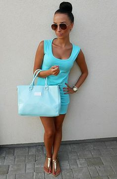 Pastel bags are going to be super in for this spring/summer. It will look gorgeous with a tan like this!