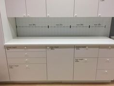The new IKEA SEKTION kitchen cabinet system has finally launched in North America! What are the most important changes from the old AKURUM cabinet line? Over