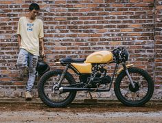 Win detech Caferacer custom by Mad Max Custommotorcycles Custom Motorcycles, Custom Bikes, Honda Cub, Cafe Racing, Winter Soldier, Motorbikes, Draw Eyes, Mad Max, Balconies
