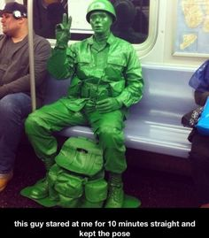 Funny Pictures Of The Day – 41 Pics-->hey look it's tye toy soldier from Toy Story Amazing Cosplay, Best Cosplay, Parada Nerd, Super Heroine, Funny Memes, Hilarious, Funny Fails, Cosplay Anime, Disney Cosplay
