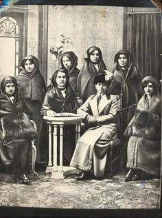 1912 - İstanbul. Dersaadet Telefon Anonim Şirket-i Osmaniyyesi ve Türkiye'nin ilk telefon memureleri.