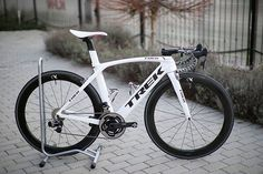 Trek Madone with SRAM etap and Quarq powermeter, looking great in white.. Pic @ronykuba . Follow me on: Instagram @bestbikekit Facebook - bestbikekit Twitter @bestbikekit #cycling #bicycle #fitness #racing #roadbike #bikeporn #instabike #instacycling #bestbikekit #instalike #instagood #garmin #strava #sram #shimano #speed #tri #triathlete #triathlon #aero #velo #endurance #carbonfiber #timetrial #bike #trek #madone #trekmadone #srametap #quarq
