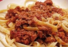 Italiaanse pastasaus - ragu - Mind Your Feed Appetizer Recipes, Dessert Recipes, Dinner Recipes, Appetizers, Desserts, Italian Pasta Recipes, Italian Foods, Pasta Carbonara, Bastilla