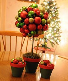 Christmas Table Top Topiary - Great idea using eggs for Easter Christmas Makes, All Things Christmas, Holiday Fun, Christmas Holidays, Christmas Topiary, Christmas Lights, Christmas Decorations, Christmas Projects, Halloween