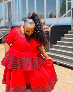 LOVELY XHOSA DRESSES not only are beautiful but believed to boost a ladies confidence an event, IT can make a lady feel glamorous African Traditional Wear, Traditional Fashion, Traditional Styles, Xhosa Attire, African Blouses, Africa Fashion, Colored Wedding Dresses, African Fashion Dresses, Elegant Woman