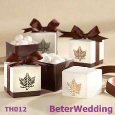 pcs 60 otoño brown maple leafs caja a favor th012 del corte del laser de la decoración del partido      ; #wedding# #bride#  #boda  http://es.aliexpress.com/item/Wedding-Dress-Tuxedo-Favor-Boxes-120pcs-60pair-TH018-Wedding-Gift-and-Wedding-Souvenir-wholesale-BeterWedding/594555273.html