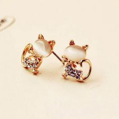 Cool! Cute Cat Opal Rhinestone Earrings Studs just $10.9 from ByGoods.com! I can't wait to get it!