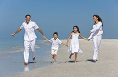 Google Image Result for http://www.ultimate-photo-tips.com/image-files/family-portraits-on-the-beach-2.jpg