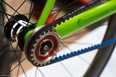 Want to enhance your bike? These are Ten Amazing Bike inventions worth checking out. 10 Cool Bike Inventions for Safety Ride 10 Eon scoote. Velo Retro, Retro Bicycle, Home Tech, Urban Survival, Cool Inventions, Cool Gadgets, Amazing Gadgets, Bike Gadgets, Spy Gadgets
