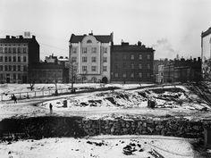 Ratakatu 17, 19, 21, 23. Punanotkon puiston rakennustöitä....