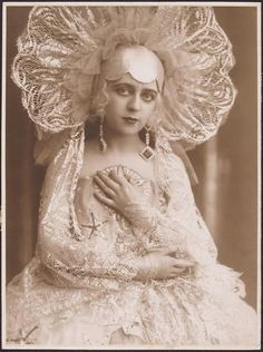 Ilona Karolewna c.1924    looks like Eiko's Dracula???