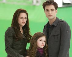 bella swan, breaking dawn, and new moon image Twilight Film, Twilight Renesmee, Twilight Saga Series, Twilight Breaking Dawn, Twilight Cast, Breaking Dawn Part 2, Bella Y Edward, Twilight Bella And Edward, Bella Cullen