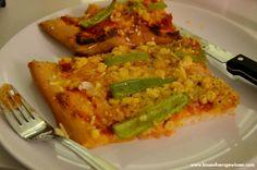 Mampfi wurde schnell ins Bettchen gesteckt und somit war Zeit, um eine ebenso schnelle Pizza zu backen. Für Angie gabs die vegane Version mit Wilmersburger.