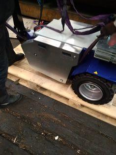 M11 Zallys, ručne vedený ťahač určený pre sťahovanie ťažkých bremien vo výrobných závodoch a v logistických centrách. Magnetická brzda elektromotora proti náhodnému pošmyknutiu, prevod ozubenými kolesami. Rôzne druhy ťažného zariadenia. Rýchlosť – 5 km/h; Ťažná kapacita až 15 000 kg; Nosnosť vozíka 500kg; Sklon 15°. Vyrobené v Taliansku. Electronics, Consumer Electronics