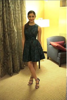 Throwback Thursday: Alia Bhatts Dream Team Outfit That You Need To See! Sexy Outfits, Fashion Outfits, 30 Outfits, Aalia Bhatt, Alia Bhatt Cute, Alia And Varun, Beautiful Bollywood Actress, Western Dresses, Indian Celebrities