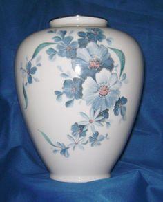 Große Herzvase Vase PMR Bavaria Jäger & Co floral blaue Blumen 21cm hoch TOP | Antiquitäten & Kunst, Porzellan & Keramik, Porzellan | eBay!