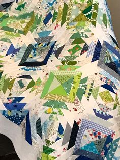 Log Cabin Quilts, Log Cabins, Color Patterns, Quilt Patterns, Pineapple Quilt Block, Scrappy Quilts, Quilting Ideas, Embroidery Applique, Quilt Making
