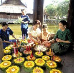 Thailand: Loi Krathong Festival  (rf) In der Vollmondnacht des zwölften Mondmonats wird in ganz Thailand das Loi Krathong Festival gefeiert. Dieses Jahr findet es am 17. November statt und überall werden dann hunderte lotusförmig...  Mehr: http://www.reisefernsehen.com/reise-news/reise-news-aus-aller-welt/387115a27210a1603-thailand-loi-krathong-festival.php