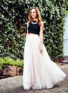 super-sexy-crop-top-with-maxi-skirt-outfits-25