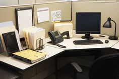 Office cleaning tips can help you work harder and smarter. Visit TLC Home to find these 5 office cleaning tips. Office Table, Home Office Decor, Office Decorations, Office Organization At Work, Organization Ideas, Organized Office, Office Cubicle, Work Desk, Organizer