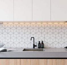 kitchen splashbacks Navigate to the initial site around Kitchen Splashback Ideas Minimal Kitchen, Modern Kitchen Design, Interior Design Kitchen, Neutral Kitchen, Glass Kitchen, Kitchen Sets, Kitchen Decor, Ikea Kitchen, Kitchen Splashback Tiles