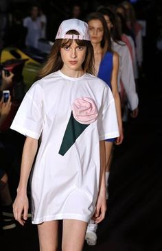 Models present creations by French designer Simon Porte Jacquemus during the 2014 Spring/Summer ready-to-wear collection fashion show, on September 24, 2013 in Paris. AFP PHOTO / JOEL SAGET
