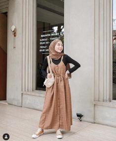 Bikin Kamu Makin Manis, ini 5 Gaya Hijab Warna Down to Earth Modern Hijab Fashion, Korean Fashion Dress, Hijab Fashion Inspiration, Islamic Fashion, Muslim Fashion, Fashion Outfits, Modest Outfits, Capsule Wardrobe, Ootd Hijab