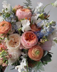 Arrangements Ikebana, Floral Arrangements, Spring Aesthetic, Flower Aesthetic, My Flower, Pretty Flowers, Pretty Flower Pictures, Silk Flowers, Sogetsu Ikebana