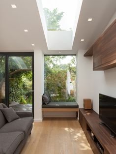 Skylight makes the ceiling higher. Combined with window seat (but missing under seat storage). Home Interior Design, Interior Architecture, Interior And Exterior, Interior Decorating, Kitchen Interior, House Extension Design, House Extensions, Modern House Design, House Rooms