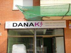 Inauguración DANAKI El próximo viernes día 28/02/14 a las 17 horas, inauguramos nuestro centro-tienda DANAKI donde ofreceremos: Talleres y Terapias complementarias, minerales, inciensos, orgonitas, cápsulas de café y té solidarias con el cáncer infantil… en la calle Penedés, numero 4 de Sant Andreu de la Barca. Habrá una promoción de inauguración. ¡¡Estáis invitados, os esperamos!! Sueña tu vida y vive tu sueño.