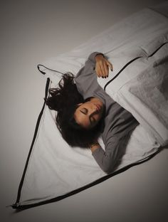 A new prototype coat from London design students doubles up as a tent and a sleeping bag for refugees on the move. Help Refugees, Syrian Refugees, Royal College Of Art, London Art, Fashion Story, Sleeping Bag, Inventions, Shelter, Tent