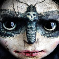 A very spooky doll face -- if the best art is meant to disturb and make you think about the unseen world, this is very good art! Sir Anthony, Piercings, Paperclay, Creepy Dolls, Doll Parts, Doll Face, Macabre, Dark Art, Beautiful Dolls