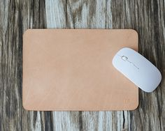 This mouse pad is made by Italian full grian leather. Edges are finely burnished. It is sturdy, practical and styled with our minimalistic charisma.