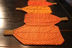 Pumpkin Table Runner---would make the pumpkins different sizes---cute gift for the host of our family get together