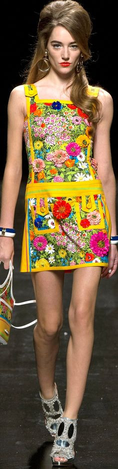 #Farbbberatung #Stilberatung #Farbenreich mit www.farben-reich.com Moschino Ready to Wear Spring