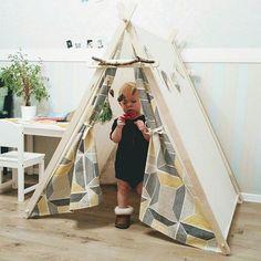 Все мы в детстве мечтали о своём укромном местечке. О домике, в котором буду играть с куклами или роботами, где буду секретничать с друзьями или подружками.    Теперь у вас есть возможность своим деткам купить такую чудо палатку. Её можно использовать для фотосессий, она станет отличным подарком.