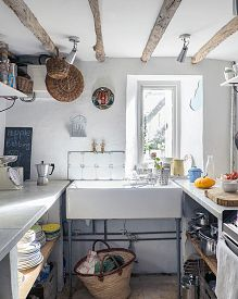 After finally getting their hands on the cottage that had captured their hearts, one couple painstakingly restored its lost charm Family Kitchen, Old Kitchen, Kitchen Dining, Shabby Chic Grey Bedroom, Cottage Design, Cottage Decorating, Cottage Style, Decorating Ideas, Victorian Cottage