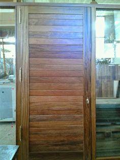 puerta exterior iroko