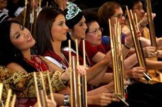 The beauties and angklung.