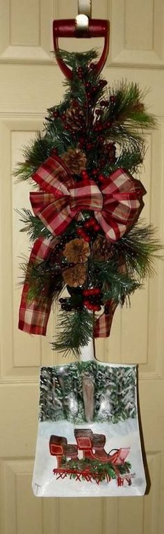Snow scene shovel displayed by using a wreath hanger. This is SO adorable!