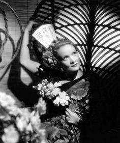 Marlene Dietrich, 30's
